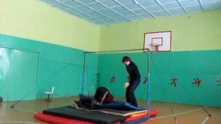 Тренировка в липецком зале=)круги и соскоки(Видео о моей поездке к другу ( в Липецкую область), где в маленькой сельской школе есть все гимнастические..., 2010-02-03T13:16:05.000Z)