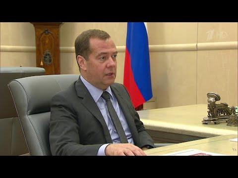 Дмитрий Медведев обсудил с главой Роспотребнадзора защиту прав потребителей.