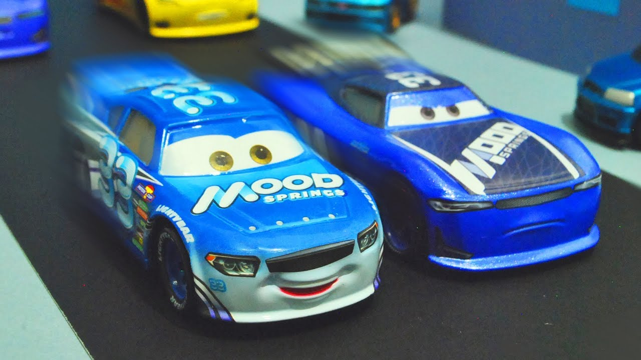 Disney Cars 3 Next Generation Racer Vs Old Veteran Racer