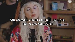 Paramore; 26 (español)