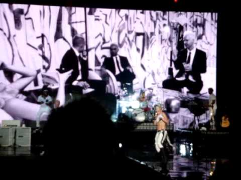 IT'S MY LIFE - NO DOUBT (Live At F1 Rocks Singapore)