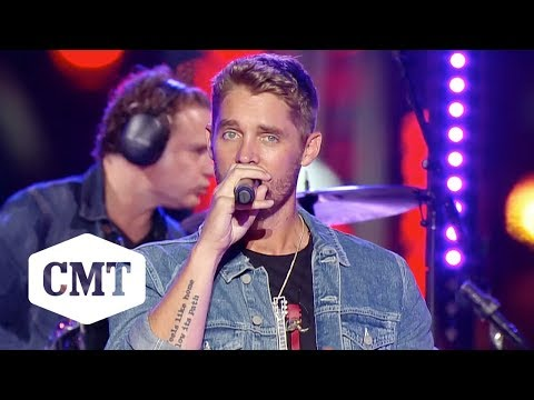 """Brooks & Dunn, Brett Young Perform """"Ain't Nothing 'Bout You"""" 
