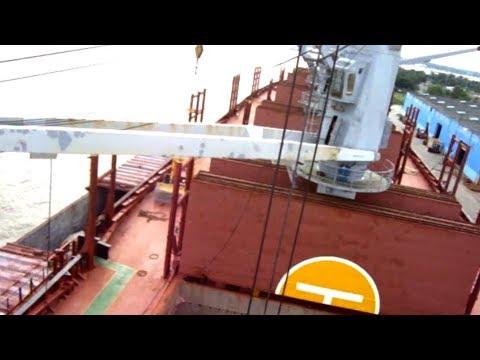 Свой кран лег. Выручил береговой. Fantuzzi Reggiane MHC 200 Mobile Harbour Crane Unloads The Ship.