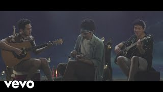 "Video TheOvertunes - Bukan Sekedar Kata (from ""Susah Sinyal"") (Music Video) download MP3, 3GP, MP4, WEBM, AVI, FLV Juli 2018"