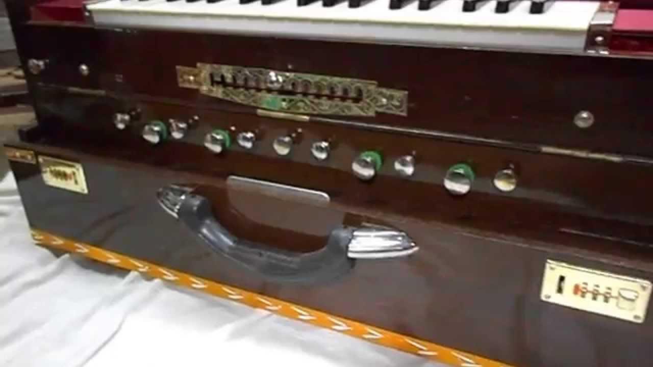 Harmonium 13 scale changer with 4 sets of reeds Oak colour