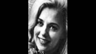 Connie Smith sings INVISIBLE TEARS