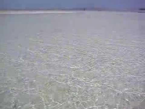 コンドイビーチの沖の海