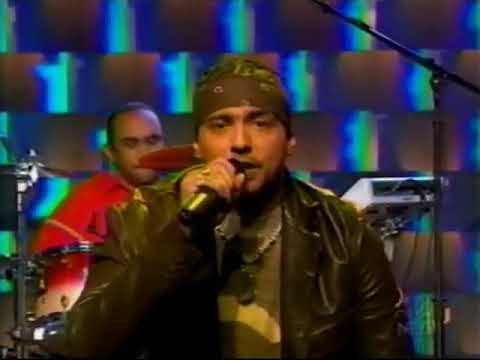 "Sean Paul Performs a Medley of ""Get Busy"" and ""Gimme the ..."