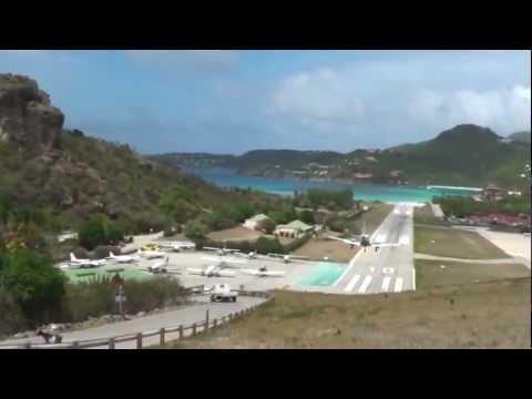 Piper PA-23 Aztec crash landing at Saint Barthélemy Airport - Unravel Travel TV