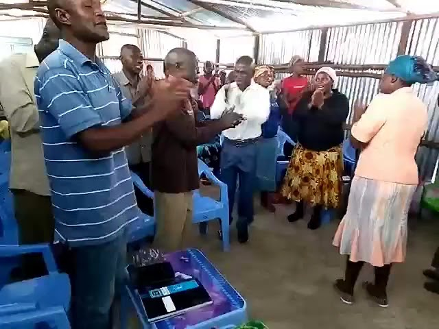 Sunday Worship Kibera Slum Kenya GMFC   WFF
