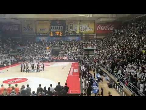 The crowd goes dead silent for a moment of silence for Kobe at a Partizan BC (former Bogdanovic & Bertans team) game
