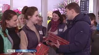 Сергей Воропанов лично поздравил вологжанок с 8 Марта