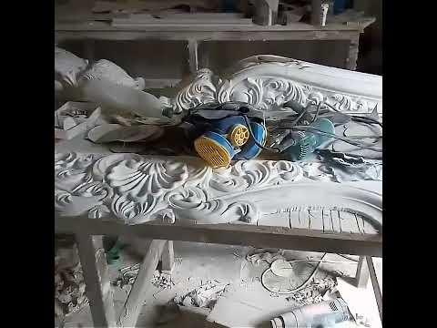 Украинские Итальянцы делают камины из Греческого мрамора.