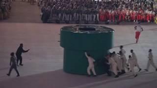 Комическая сценка с церемонии закрытия Игр-2016 в Рио(Как бразильские организаторы пытались убрать оборудование, оставшееся от презентации