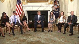Родители погибших в школе во Флориде встретились с Трампом