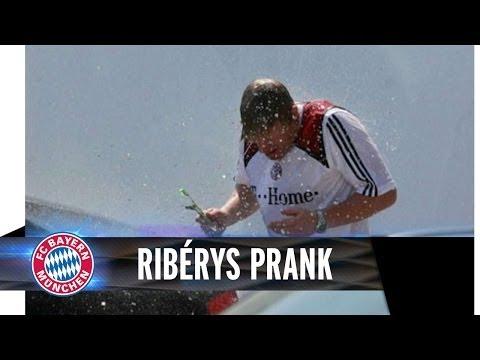 Ribéry & van Buyten prank Oliver Kahn