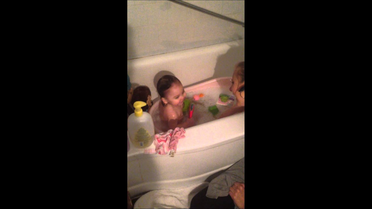 baby hallie having a blast during bath time youtube. Black Bedroom Furniture Sets. Home Design Ideas