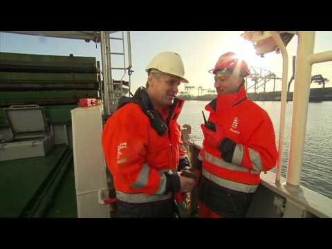 ACVAZ Hatch Cover Crane Safety Dutch subtitles