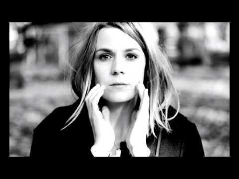Alev Lenz  - Fall Into Me