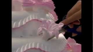 Menghias Kue Tart Pernikahan