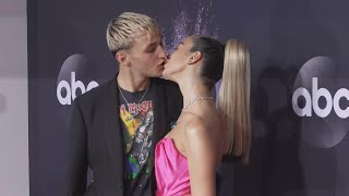 Watch Dua Lipa and Anwar Hadid KISS on the Red Carpet | 2019 American Music Awards