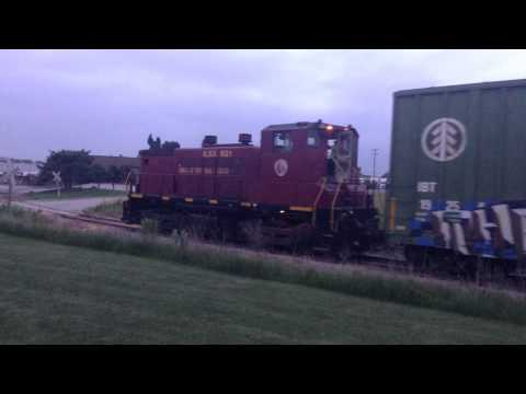 SW1500 switching Brenmar siding