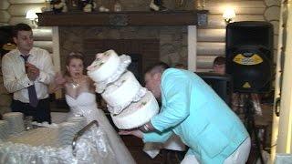 Уронили свадебный торт