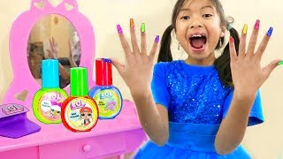 Wendy Pretend Play Se Pinta Las Uñas | LOL Surprise | Nail Polish for Kids