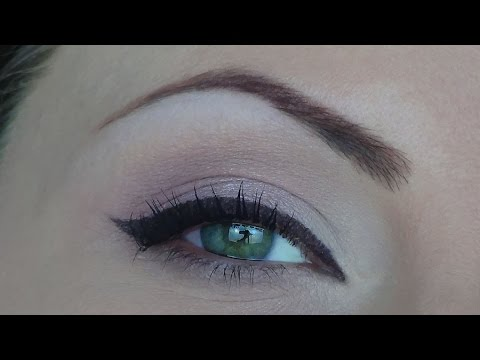 Trucco da giorno con eyeliner