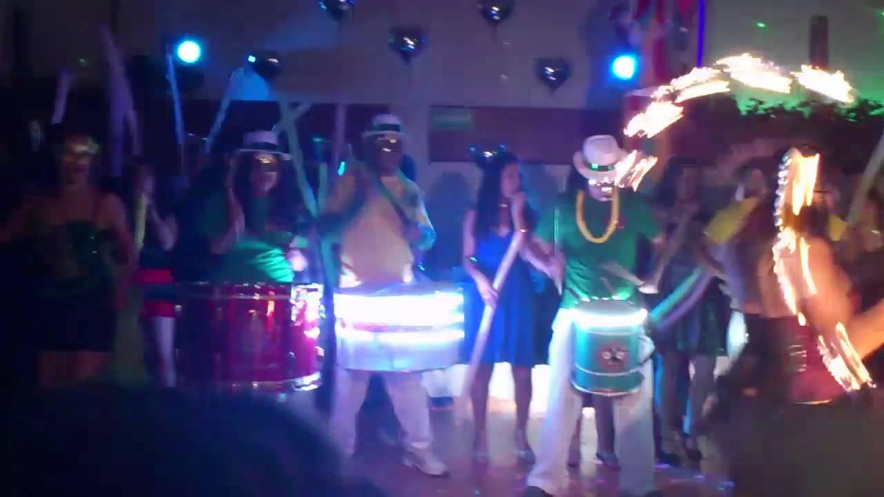 Batucada show de fuego zancos y m s p xv a os bodas for Ornamentacion para fiesta de 15