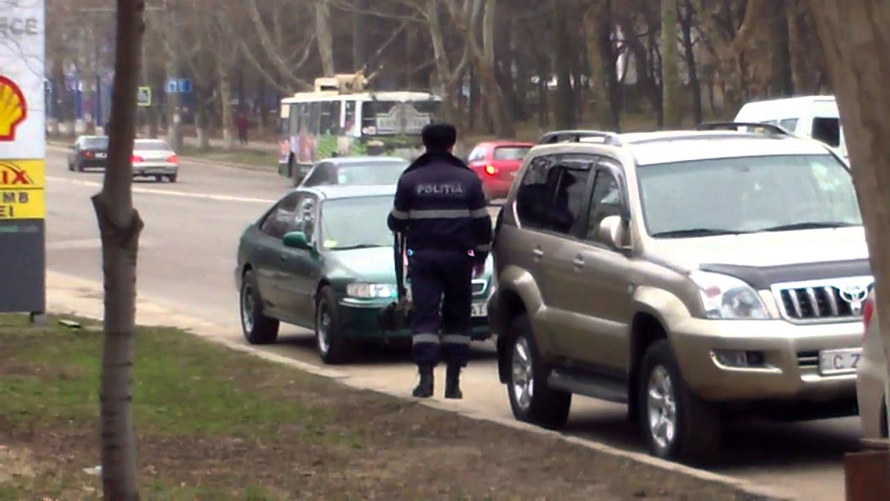Mașini de polițiști de la Buiucanii Chișinăului