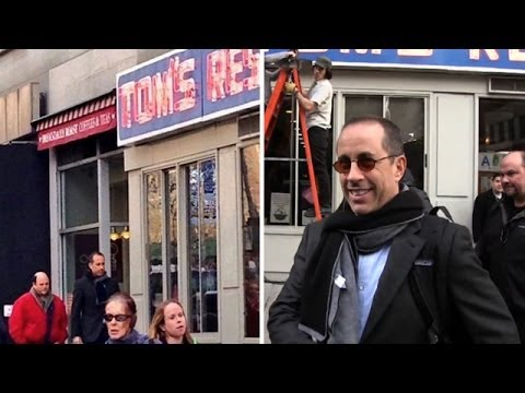 """Jerry Seinfeld and Jason Alexander reunited at the """"Seinfeld"""" diner! 