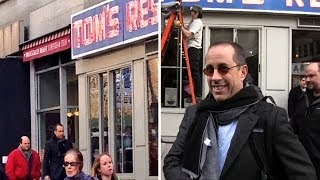 "Jerry Seinfeld and Jason Alexander reunited at the ""Seinfeld"" diner! 