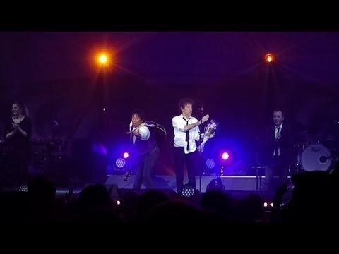 Alain Souchon & Laurent Voulzy - Le Pouvoir Des Fleurs Live @ Zénith, Paris, 2015 HD