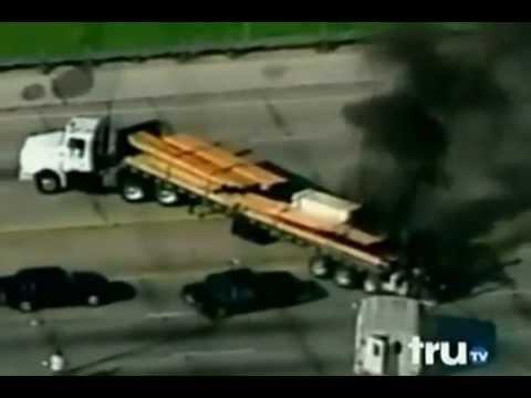 מרדף משטרתי: משטרת דלס טקסס במרדף אחרי נהג משאית מטורף.