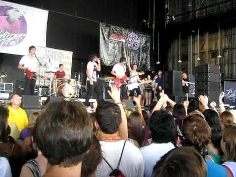 Artist vs. Poet - Damn Rough Night (Live at Warped Tour 2010 - Charlotte, NC)