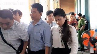 Ông Vũ tươi cười, bà Thảo buồn bã khi phiên tòa Trung Nguyên kết thúc...