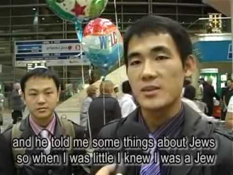 Chinese Jews from Kaifeng arrive in Israel 2009   a moving d