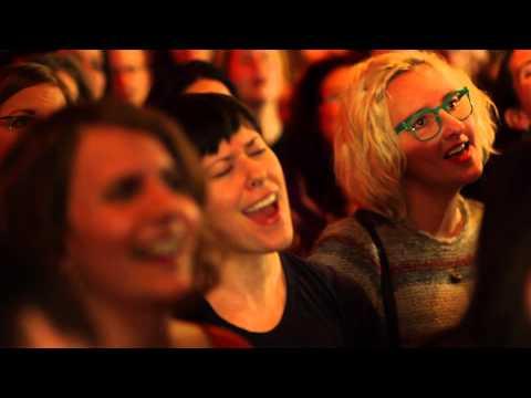 Choir! Choir! Choir! sings Alvvays - Archie, Marry Me