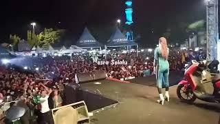 Download Nella Kharisma - Pamer Bojo ( Cendol Dawet)  LIVE in Alun-Alun Cilacap 23 Juni 2019