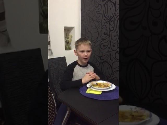 Изображение предпросмотра прочтения – МаксимГойко читает произведение «Инцидент за супом» М.И.Цветаевой