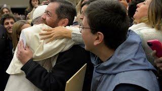 A surpresa do Papa ao reencontrar amigo na multidão