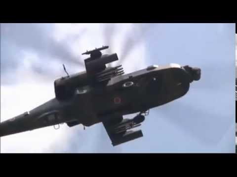 自衛隊AH-64D アパッチが幕張メッセ駐車場に着陸