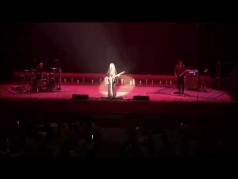 "Short clip of Melissa Etheridge performing ""Pulse"" at the Peabody Auditorium, Daytona Beach"
