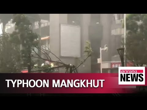 Typhoon Mangkhut rips through China's Guangdong