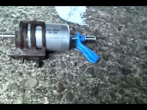 The trick to changing the fuel filter on a 1999 Ford Ranger (4x4