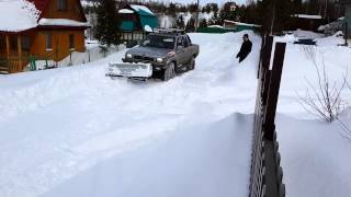 Хайлюкс-бульдозер, отвал на внедорожник своими руками(Это видео создано с помощью видеоредактора YouTube (http://www.youtube.com/editor), 2014-03-13T05:12:03.000Z)