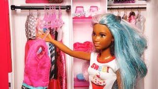 Rodzinka Barbie- Nowa garderoba Izy. Gdzie jest Zosia!!?? Bajka dla dzieci po polsku. Odc.105