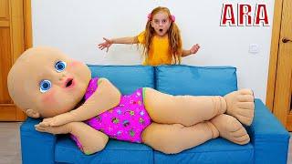 Ulya يلعب مع دمية طفل عملاقة