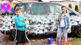 Anna play with toys for car wash